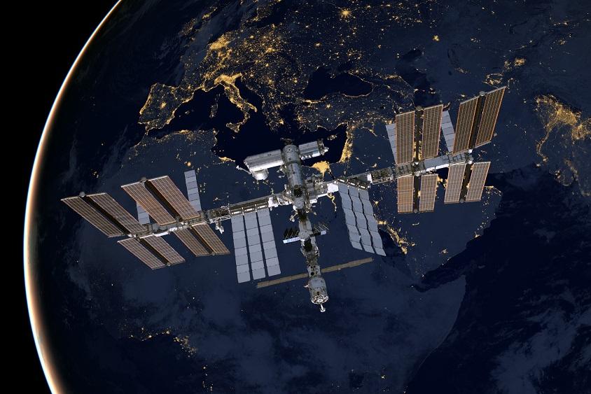 космический корабль на земле